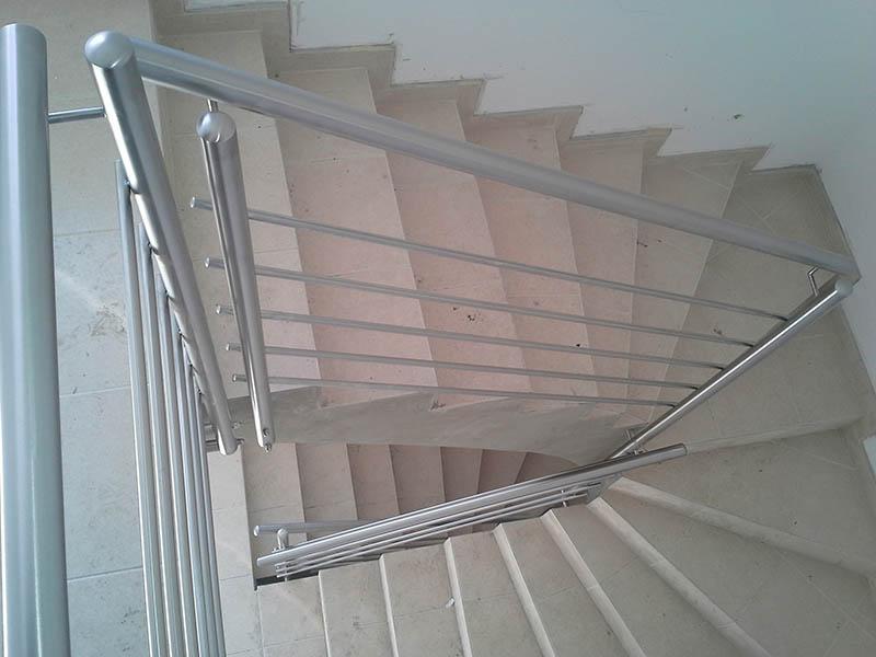 Notranje ograje za stopnice